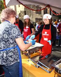 thanksgiving volunteer los angeles emmy rossum volunteering at los angeles mission u0027s thanksgivig meal