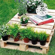 recycling wood pallets for outdoor furniture and yard decorations