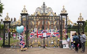 where is kensington palace royal fans pay tribute to princess diana at kensington palace on