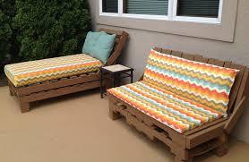 canap fait avec des palettes faire des meubles avec des palettes en bois pour l intérieur et l