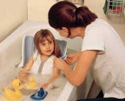 siège pour baignoire handicapé siège de bain modulable enfant flamingo sofamed com