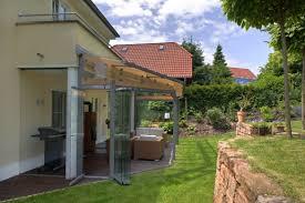 unterschied terrasse balkon geschützte terrasse dank glasdach und verglasung bei homburg an