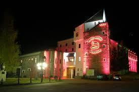 airbnb dracula hotel castel dracula borgo pass romania castles pinterest
