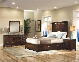 Wohnzimmer Einrichten Grau Braun Welche Wandfarbe Passt Zu Dielen Tapete Braun Eine Warme Und