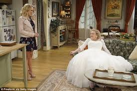 betty white sports a wedding dress on young u0026 hungry daily mail