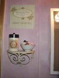 How To Shabby Chic Paint by Shabby Chic Decorative Paint Finish In The Bathroom