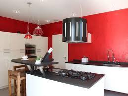 mur cuisine framboise cuisine blanche mur framboise great chambre aubergine et blanc cool