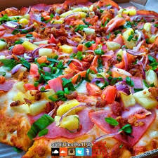 round table pizza vancouver mall round table pizza closed 46 photos 121 reviews sports bars