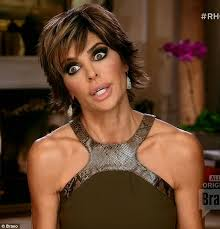 how does lisa rinna fix her hair lisa rinna throws glass full of wine at kim richards on real