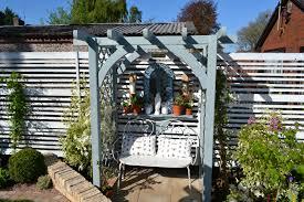 zest 4 leisure u0027s horizon arch features on popular itv gardening