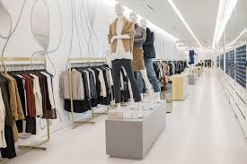 saks fifth avenue opens new manhattan store in bid to win luxury