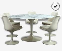 chaises tulipe ensemble d une table et cinq chaises tulipe par eero saarinen pour