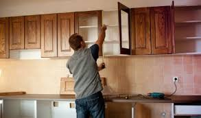 to look for in a cabinet maker