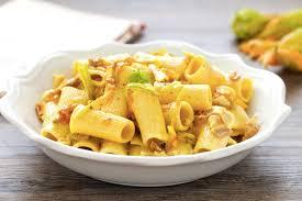 primo piatto con fiori di zucca ricetta pasta ai fiori di zucca e pancetta cucchiaio d argento