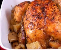 cuisiner poulet entier poulet rôti et ses pommes de terre recette de poulet rôti et ses