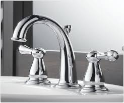 the center set bathroom faucets made of aluminium in a modern