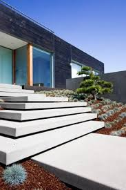 minimalist entry entryways steps and courtyard grounded modern