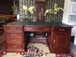 bureau chesterfield nieuw klassiek chesterfield bureau met goene inleg op het