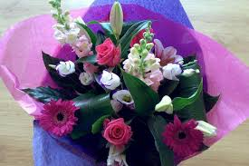 flower delievery gift flowers to your more often to make happy