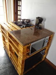 plan de travail cuisine a faire soi meme îlot central en palette 32 idées diy pour customiser sa cuisine