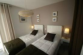 chambre chocolat et blanc tendance deco chambre beige chocolat id es de d coration jardin for