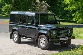 toyota land rover defender file land rover defender 110 xs td dc 2015 front jpg wikimedia
