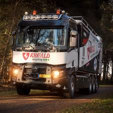 dakar 2017 over ons renault trucks
