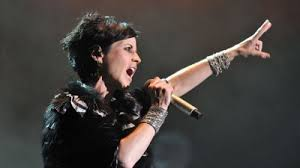 rock artist who died 2016 dolores o riordan the lead singer of popular 90s rock band the