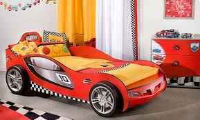deco voiture chambre garcon lit garcon voiture stunning lit enfant avec lit voiture