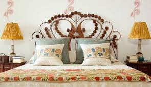 chambre en rotin tête de lit en rotin dans une chambre baroque