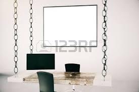 cadre photo bureau homme d affaires à l intérieur de bureau avec mur blanc un bureau