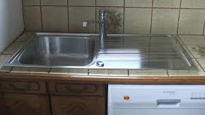 evier de cuisine à poser remplacer et poser un évier en inox
