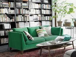 canap velours vert canapé en velours entre vert et bleu notre cœur balance joli place