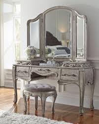 Wooden Girls Vanity Best 25 Vintage Vanity Ideas On Pinterest Antique Vanity Table