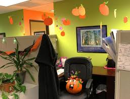 diy projects u0026 crafts decorating halloween office and cubicle