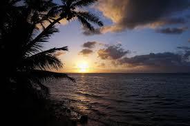 imagenes hermosas que se mueben salida del sol hermosa sobre el océano con las ondas que se mueven a