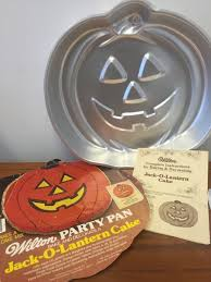 zet u0027s vintage store 1981 wilton jack o lantern party cake pan 502