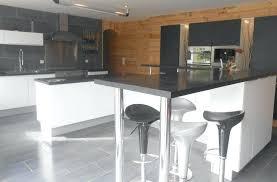 faire un bar de cuisine table bar de cuisine avec rangement table cuisine avec rangement