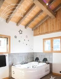 chambre baignoire balneo chambre romantique avec baignoire balnéo et au coeur des