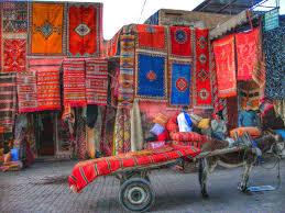 venditore di tappeti marrakech nel souk in hammam tra i riad viaggi