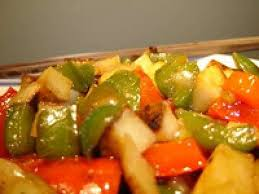cuisiner pomme de terre pommes de terre et poivrons à la moutarde recette de légumes au four