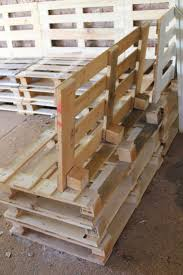 Cushions For Pallet Patio Furniture by Best 25 Pallet Sectional Ideas On Pinterest Pallet Bench