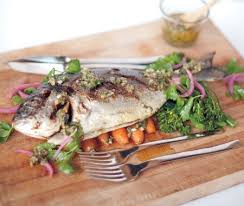 cuisiner dorade royale recette dorade royale barbecue à la sauce persillée fish plate