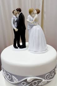 wedding cake pictures former oregon bakery owners must pay 135 000 for denying