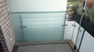 balkon trennwand glaserei poslednik in ahrensburg baut einen schönen sichtschutz