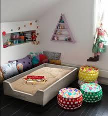 chambre bébé montessori 1001 idées pour aménager une chambre montessori étagères