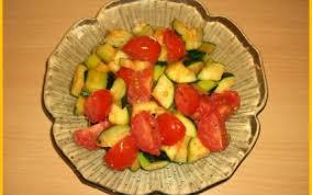 cuisiner des courgettes à la poele recette poêlée de courgettes et tomates à l ail 750g