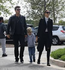 Robin Thicke Spends Quality Time With Son Julian In The Wake Of Divorce Filing Daily Mail Online Robin Thicke U0027s Former Wife Paula Patton U0027calls 911 U0027 Daily Mail