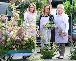 Flower Design Course Floral Angels The Women Turning Unwanted Blooms Into Bouquets For