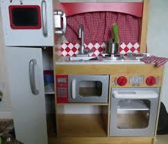 cuisine enfant bois occasion fabriquer une cuisine en bois pour enfant cuisine enfant bois